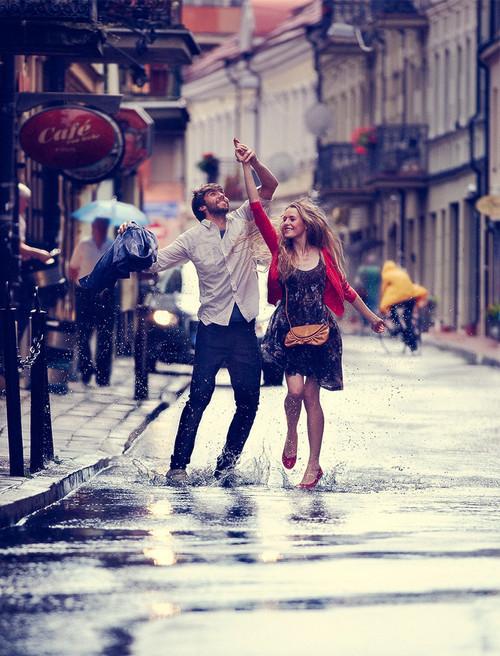 Nắm tay dạo phố