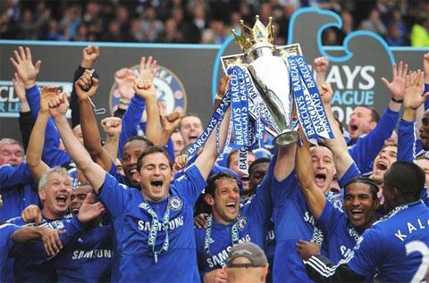 Chelsea đăng quang sau đại tiệc hoành tráng trước Wigan