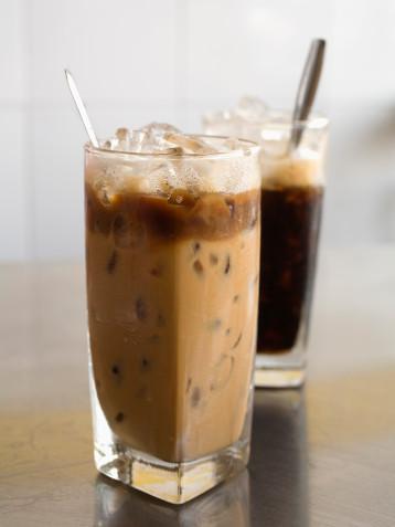 Thưởng thức cà phê